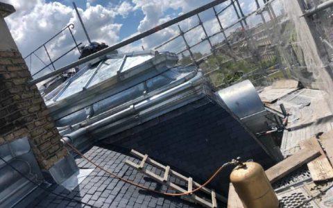Refection d'une toiture en ardoises