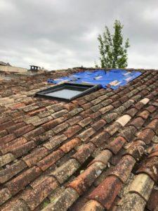 Bâche de toiture pour réparer une fuite