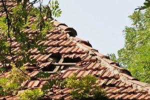 Inspection d'une toiture depuis l'extérieur