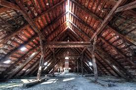 Trou visible dans une toiture